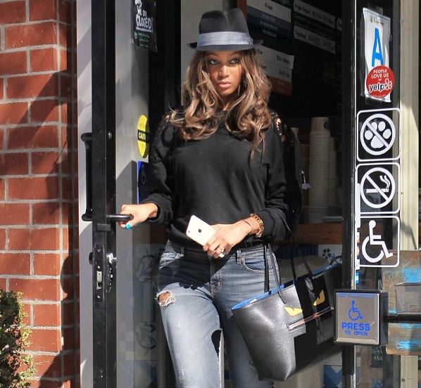 Tyra Banks im taffen Street-Style Outfit