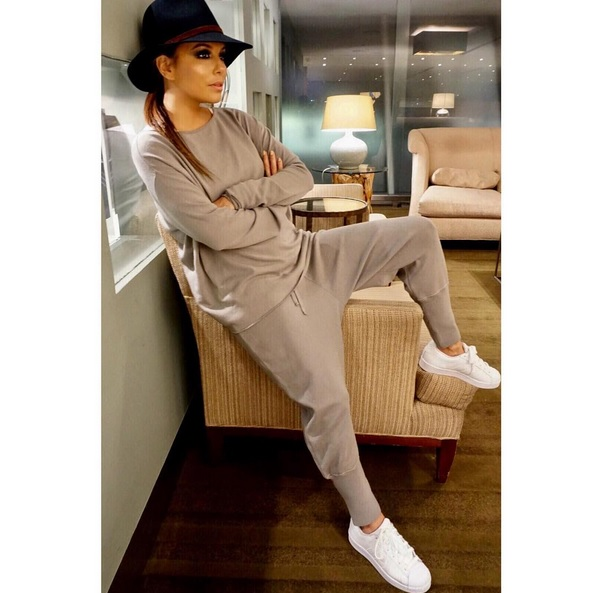 Eva Longoria – Cool & Cozy
